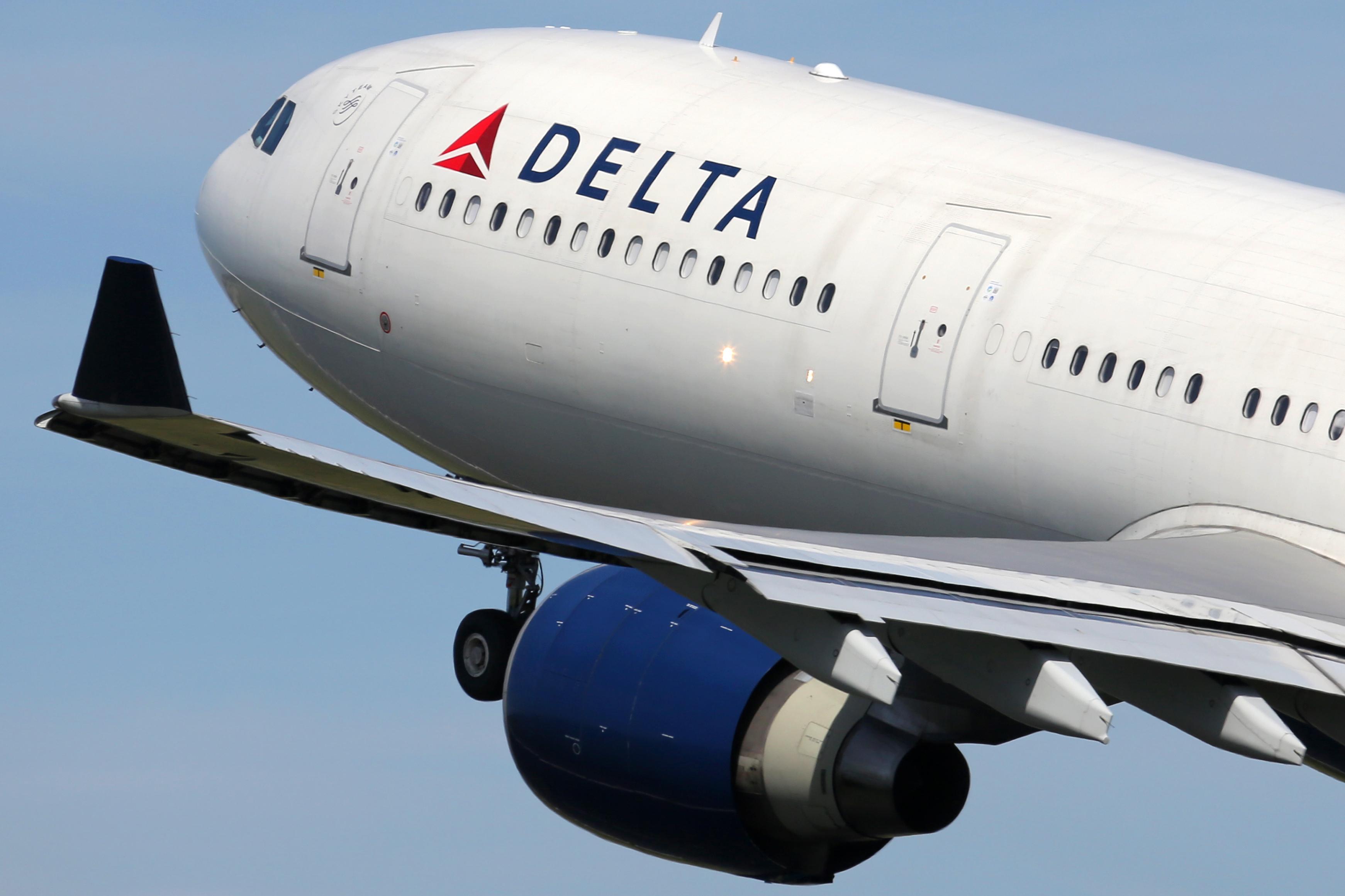 customer service, commitment, qbq, accountability, delta airlines