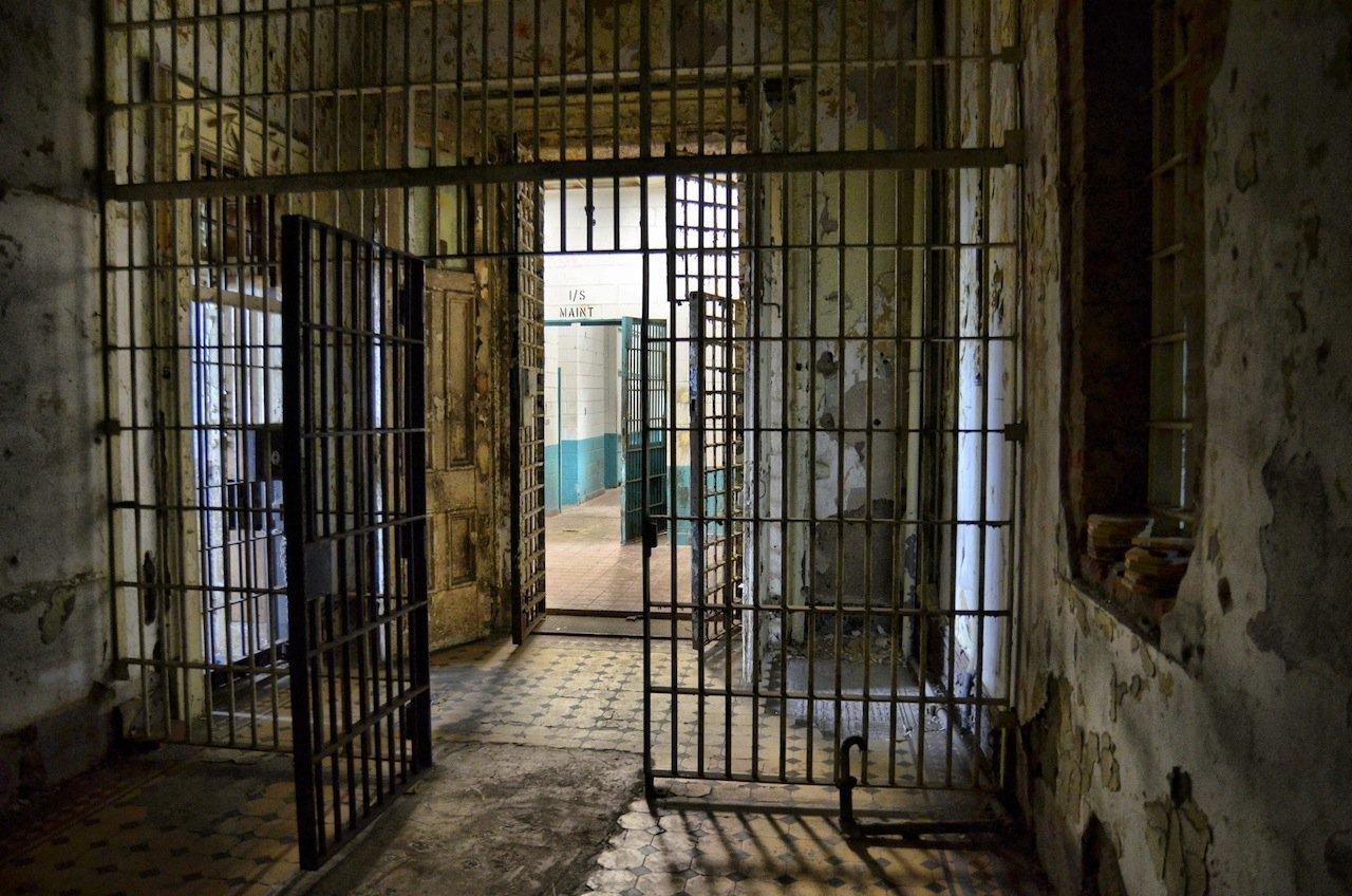 prison-cell-bars-gate1